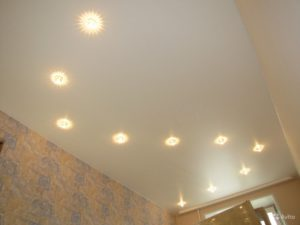 Точечные светильники в виде S