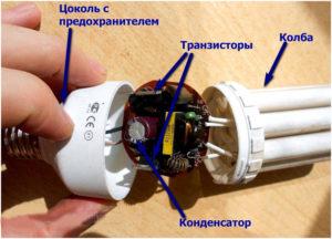 Осмотр внутренних компонентов энергосберегающих ламп