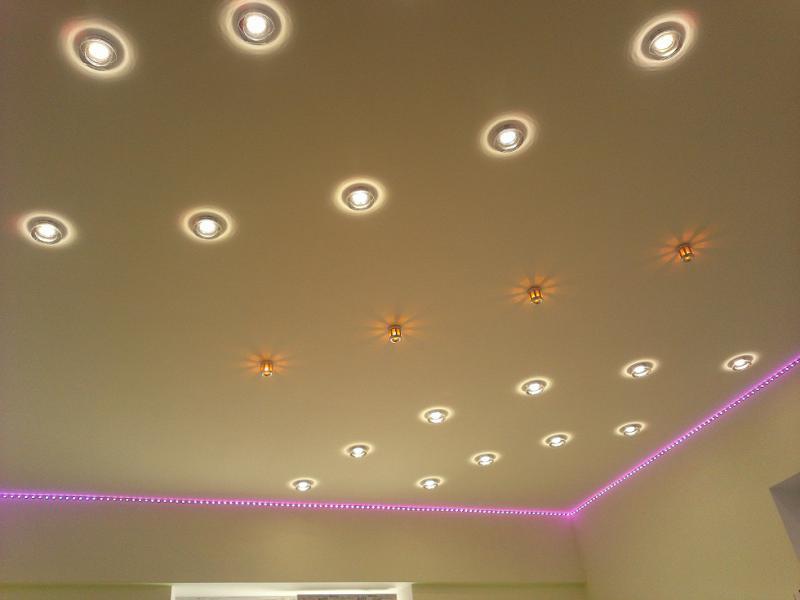 Фото дизайн точечных светильников на натяжном потолке
