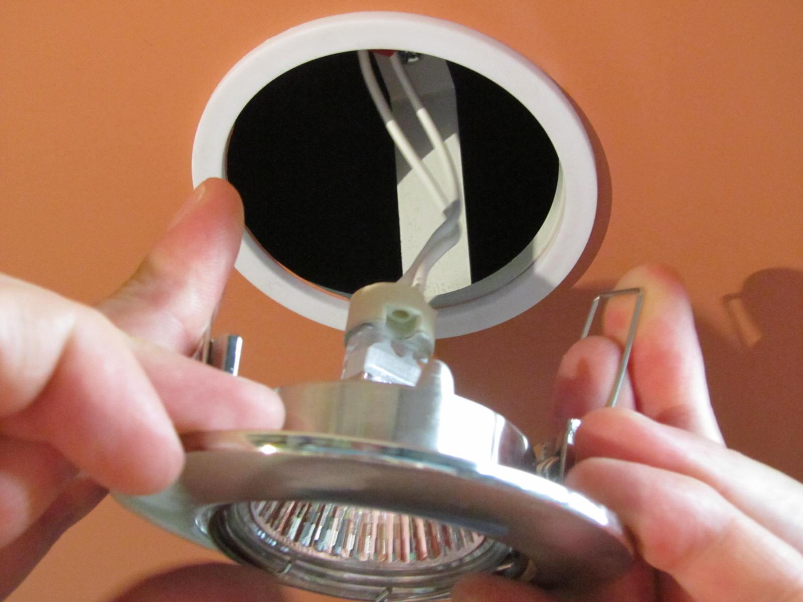 Как сделать точечные светильники на потолке