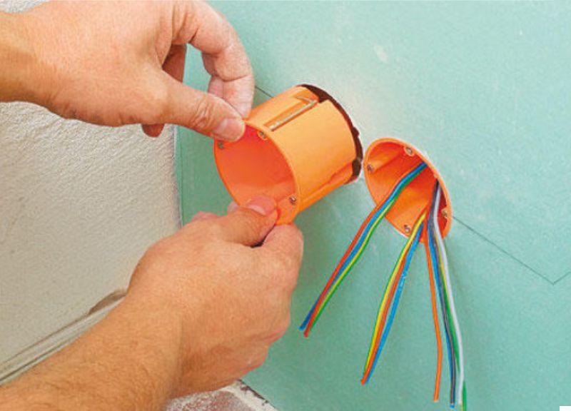 Как сделать розетку в гипсокартонной стене