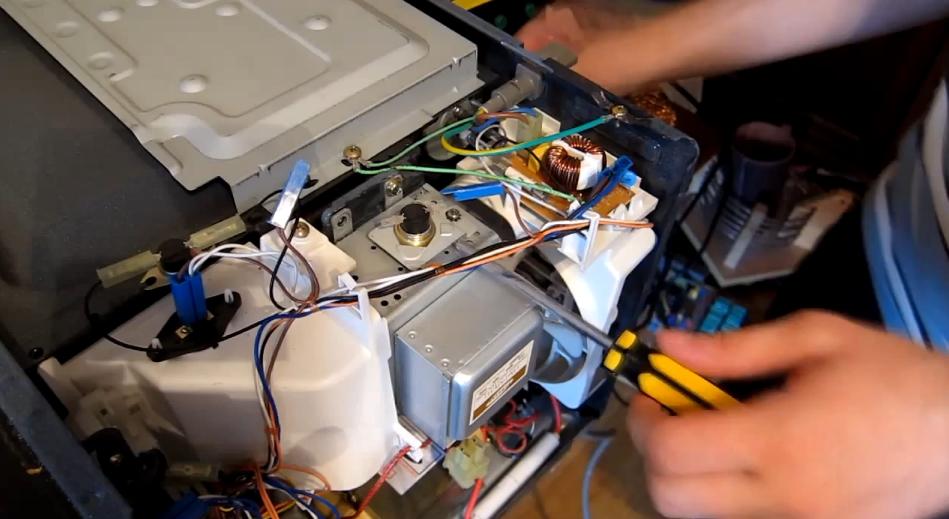 Ремонт дверцы микроволновки