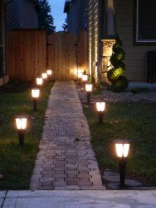 Освещение дорожки дома