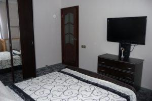 Розетки в спальной комнате у телевизора