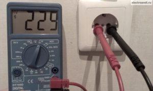 Измерение переменного напряжения мультиметром DT