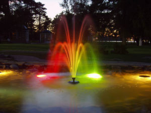 Освещение фонтана светильниками для водоема
