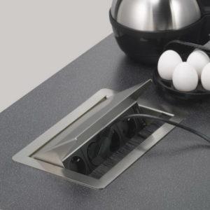 Выдвижные розетки для кухни в столе