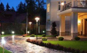 Освещение дорожек загородного дома