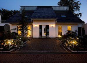 Светильники на даче должны быть и красивы и практичны