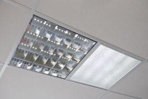Сравнение светодиодных светильников армстронг и ламп дневного света