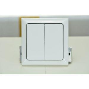 Двухклавишный выключатель для светильников