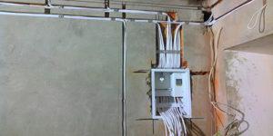 Для укладки большого количества проводов необходима широкая штроба