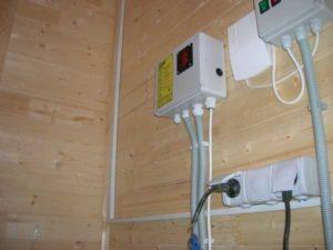 Пркладка провода в гофротрубе в деревянном доме