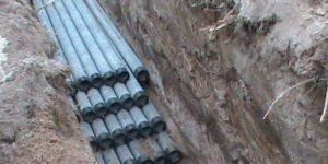 Трубы, уложенные в земле для прокладки кабеля