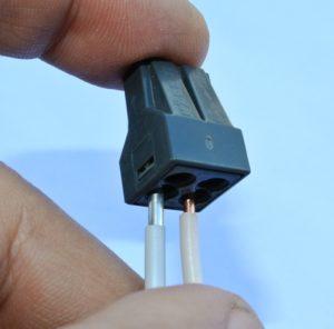Соединение проводов с помощью одноразового клемника